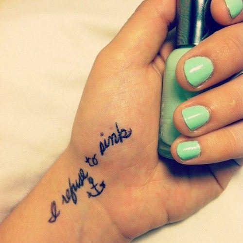 idee tattoo poignet et main phrase et ancre