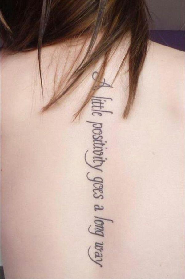 modele tatouage phrase texte en anglais sur le dos - tatouage femme
