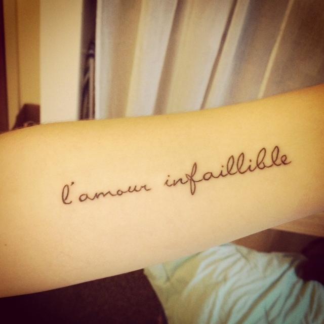 tatouage femme phrase courte en francais