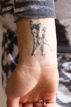 tatouage femme poignet bambi
