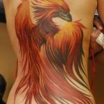 exemple tatouage beau phoenix femme avec coeur