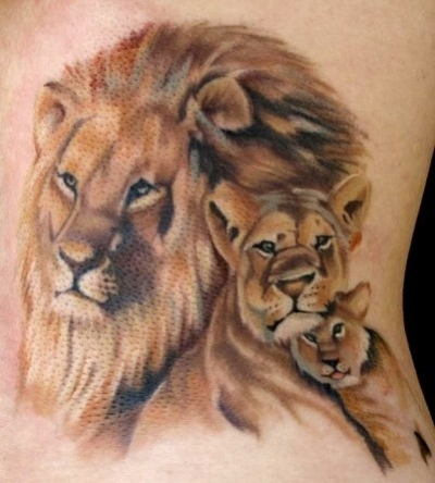 idee tatoo femme famille lion lionne et lionceau couleur tatouage femme. Black Bedroom Furniture Sets. Home Design Ideas