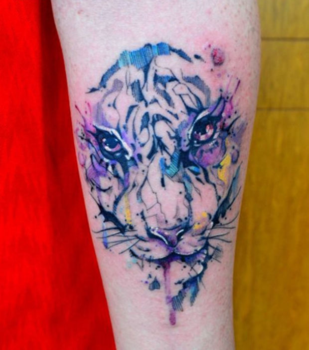 modele tatouage visage lion aquarelle bras