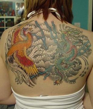 Phoenix Tatouage Femme Japonais Face A Un Dragon Tatouage Femme