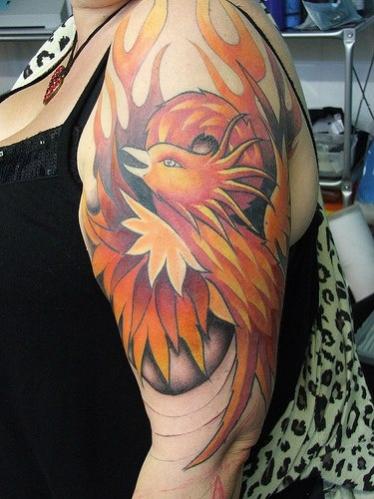 phoenix tatouage femme sur la surface du bras et epaule. Black Bedroom Furniture Sets. Home Design Ideas