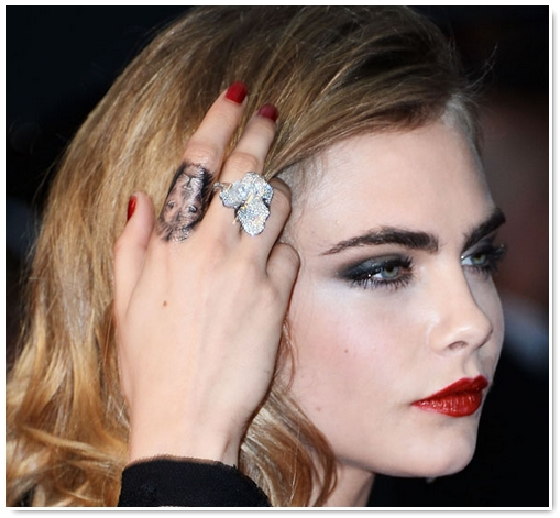 photo tattoo feminin lion index cara delevingne
