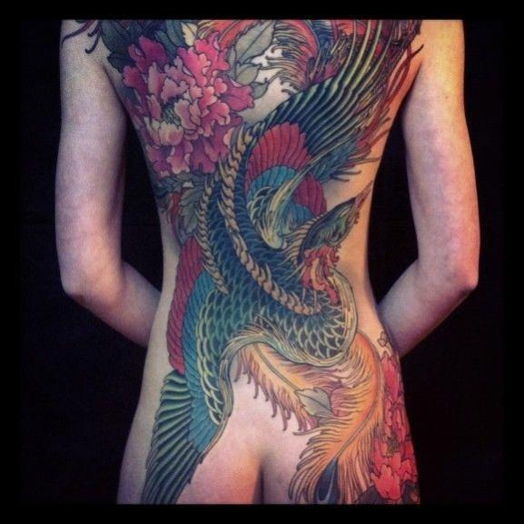 tatouage femme phoenix japonais recouvrant le dos
