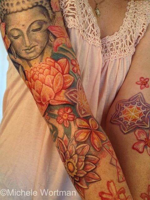bouddhisme femme a tatouer manchette bras entier avec fleurs etoiles