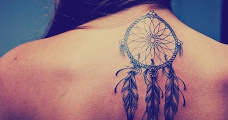 Dreamcatcher Tatouage Femme Sous La Nuque Haut Du Dos Tatouage Femme