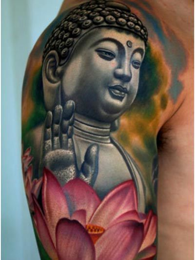Exemple Tatouage Bouddha Levant La Main Femme Avec Grande Fleur De