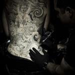grand bouddha tatouage femme dos entier