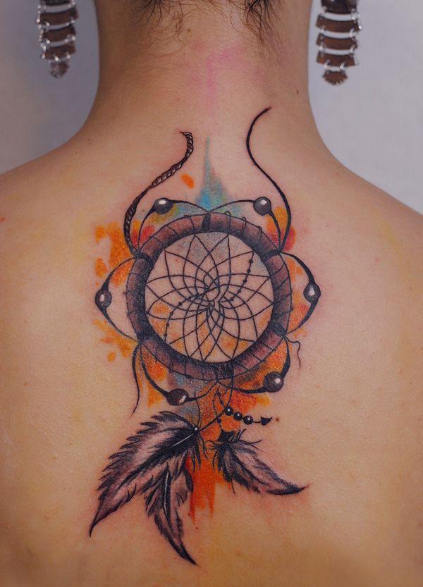 modele tatouage attrape reve plume aquarelle dos