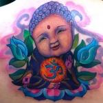 modele tatouage original bebe bouddha avec fleurs