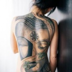 modele tatouage tete de bouddha recouvrant le dos entier