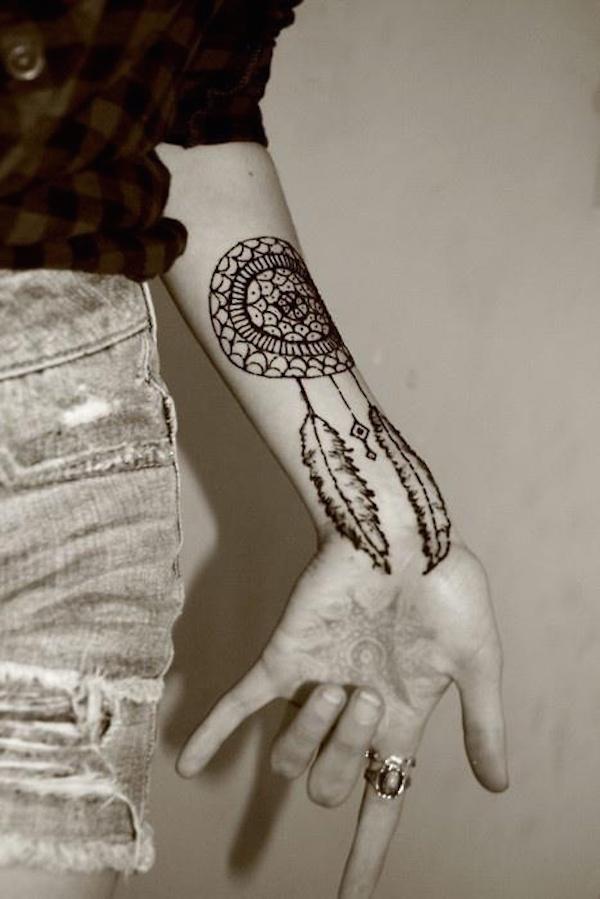 tatouage attrape reve fille rosace mandala interieur avant bras