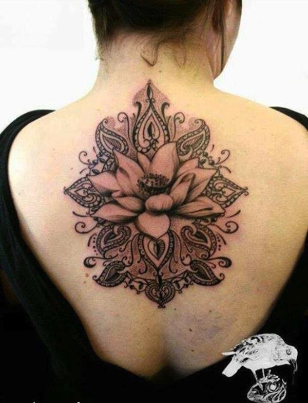 tatouage femme belle fleur de lotus mandala centre
