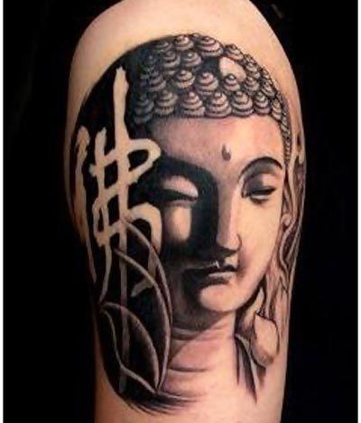 tatouage femme bouddha haut du bras et symbole chinois