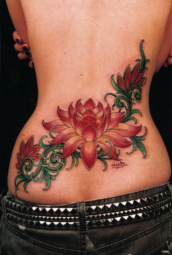 Tatouage Femme Fleur De Lotus Couleur Bas Du Dos Large Tatouage Femme