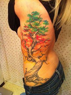 exemple tatouage arbre japonnais couleur femme flanc