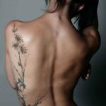 idee tattoo branche arbre femme flanc