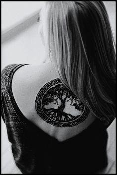 Modele Tatouage Arbre De Vie Dos Feminin Sous La Nuque Tatouage Femme