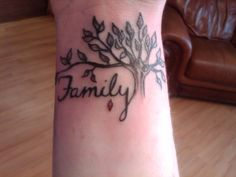 tatouage arbre femme poignet famille