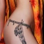 idee tattoo sexy plumes indienne hanche tenue sur bracelet ceinture femme