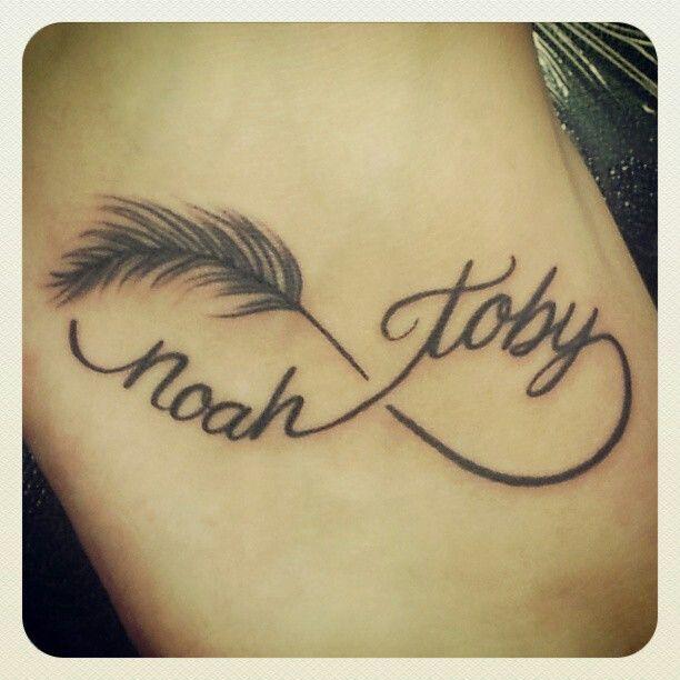 idee tattoo infini femme avec plume et 2 prenoms