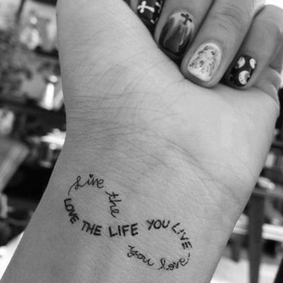 phrase forme infini tatouage femme