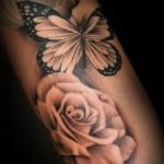 beau tatouage papillon femme effet 3d