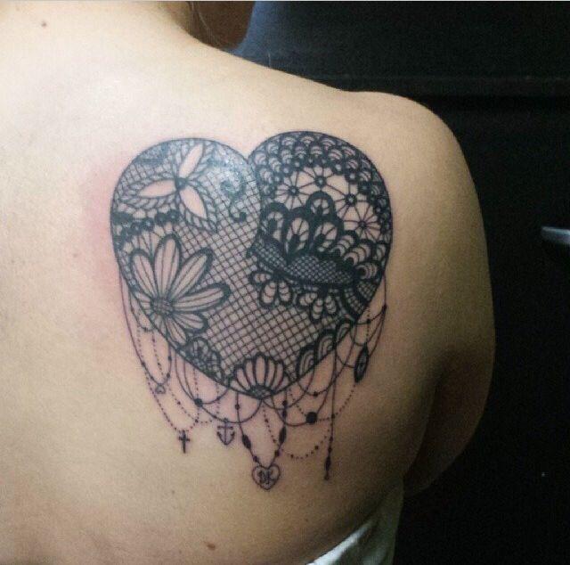 Coeur Femme A Tatouer Dentelle Guipure Dos Omoplate Tatouage Femme