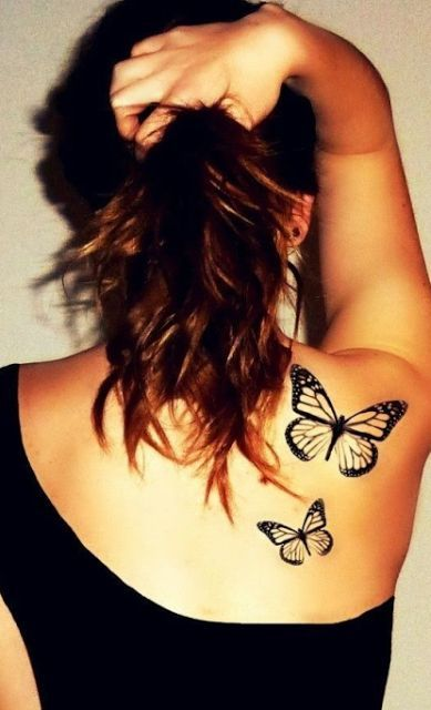 exemple 2 tatouages papillons omoplate contour femme