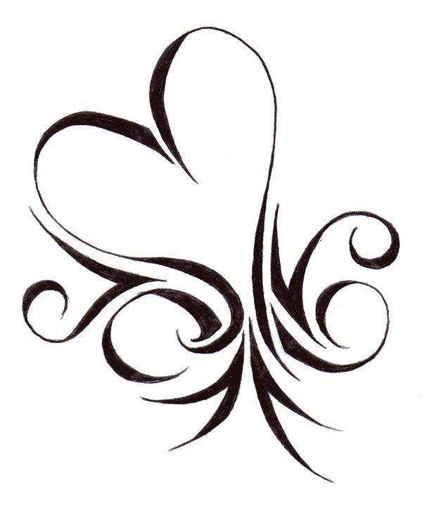 exemple dessin coeur tatouage femme