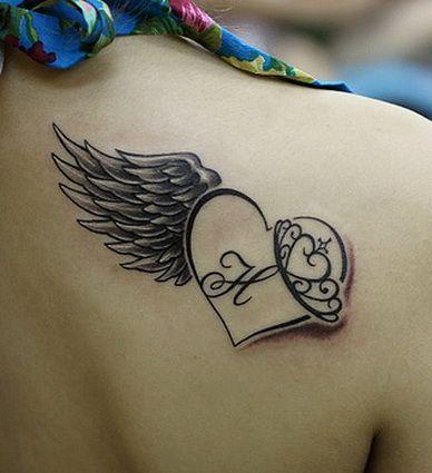 Exemple Tatouage Coeur Aile Avec Initiale Femme Dos Tatouage Femme