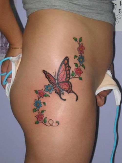 exemple tatouage papillon femme hanche et haut de cuisse avec arabesque fleurs