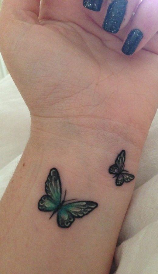 modele tatouage 2 papillons bleux poignet interieur