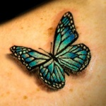 photo tattoo feminin papillon 3d epaule