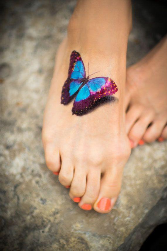 tatouage femme motif papillon 3d sur pied