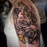tattoo manchette avec papillons et roses