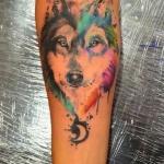 tete de loup dans coeur tatouage aquarelle femme