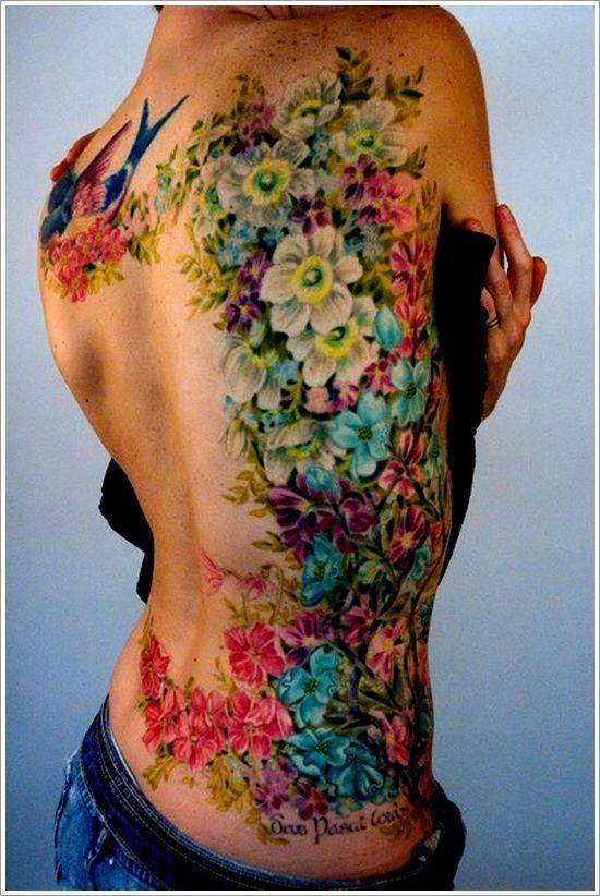 dos femme a tatouer tres colore fleurs et oiseaux