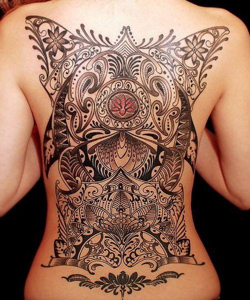 Exemple Tatouage Dos Complet Femme Formes Geometriques Et Tribal