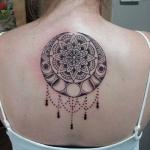 idee tattoo haut du dos femme mandala