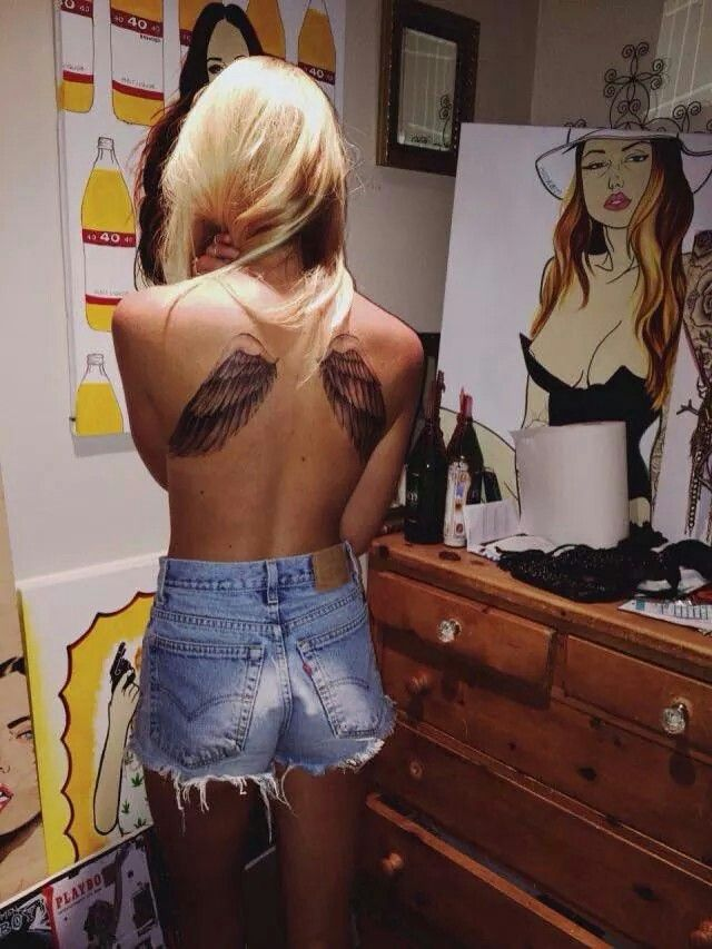 modele tatouage dos omoplates ailes ange
