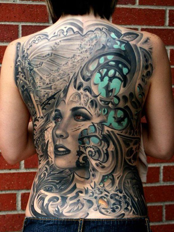 photo tattoo complet feminin dos differents styles et portait de femme