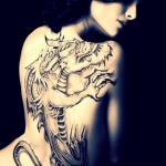 photo tattoo grand dragon feminin dos