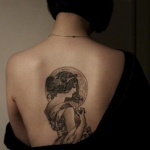 tatouage dos photo portrait femme retro