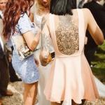 tatouage monochrome encre noire dos femme fleurs