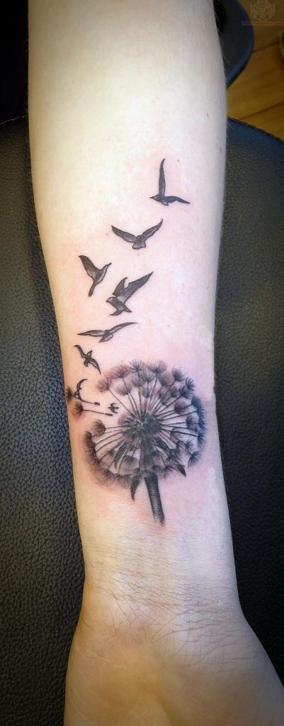 Tatouage Femme Grande Fleur De Pissenlit Et Oiseaux Interieur Avant
