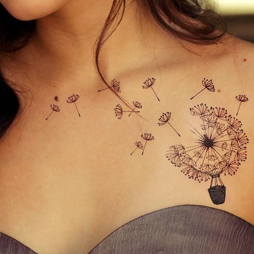 tatouage pissenlit femme original et delicat sous clavicule